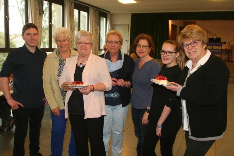 Von links: Christopher Kiening, Hilde Hoffmann, Inge Kiening, Christine Heinzlmeier, Sandra und Annika Blay, Erika Huber.